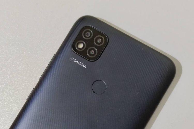 Bagian punggung Redmi 9C, dilengkapi dengan triple-camera dan pemindai sidik jari