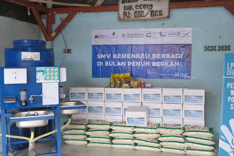 Lembaga Pembiayaan Ekspor Indonesia (LPEI) memberikan bantuan paket sembako dan wastafel portable untuk warga Muara Angke, Jakarta Utara.