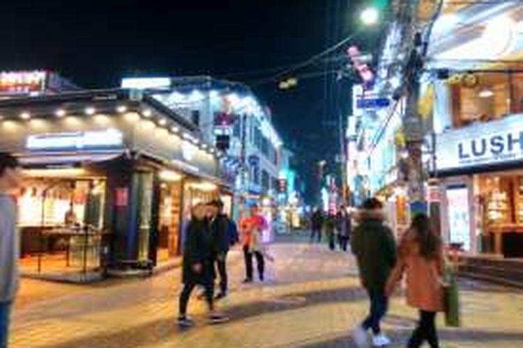 Jalan Hondgae di Seoul, Korea Selatan yang terkenal sebagai tempat nongkrong muda-mudi.