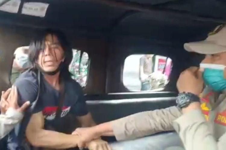 Potongan video viral pelanggar protokol kesehatan di Surabaya ditangkap petugas Satpol PP.