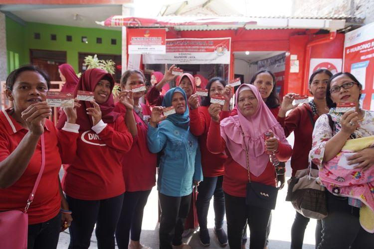 Penerima program sembako di Semarang.