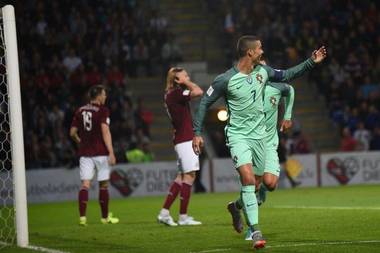 Cristiano Ronaldo merayakan gol Portugal ke gawang Latvia pada laga lanjutan Kualifikasi Piala Dunia 2018 zona Eropa Grup B di Stadion Skonto, Jumat (9/6/2017).