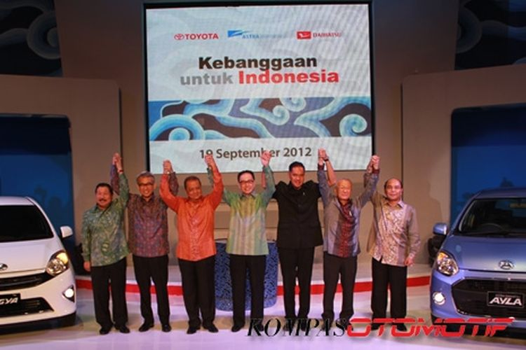 Toyota Agya dan Daihatsu Ayla diperkenalkan pada19 September tahun lalu oleh Menteri Perindustrian, Perdagangan, perwakilan Toyota dan Daihatsu Jepang, Presdir Astra Int'l, Daihatsu dan Toyota Indonesia