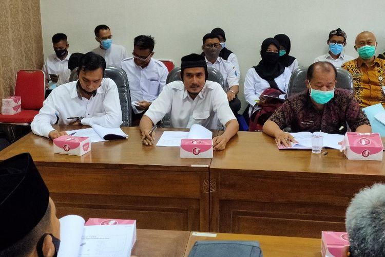 Sejumlah tenaga honorer puskesmas mengikuti audiensi mempertanyakan nasib mereka dengan DPRD dan Dinas Kesehatan Kota Tegal, di kantor DPRD setempat, Selasa (8/9/2020)