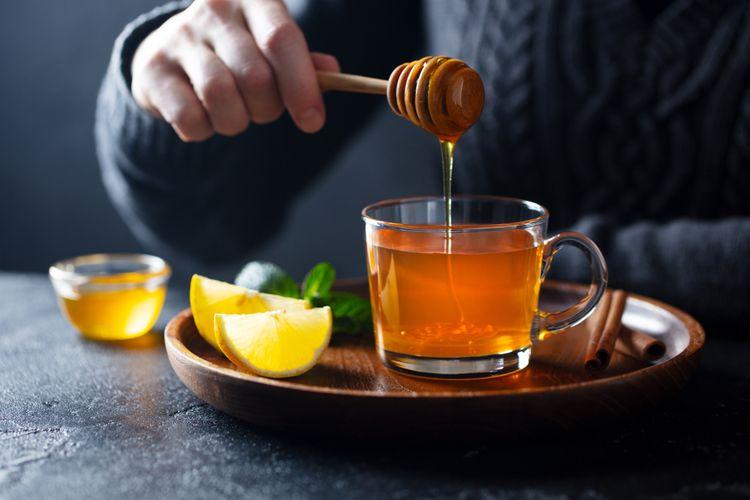 Ilustrasi madu. Keaslian madu bisa dites dengan air.