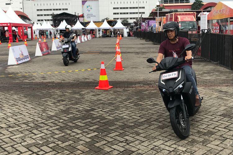 Test Ride Skuter Listrik Gesits