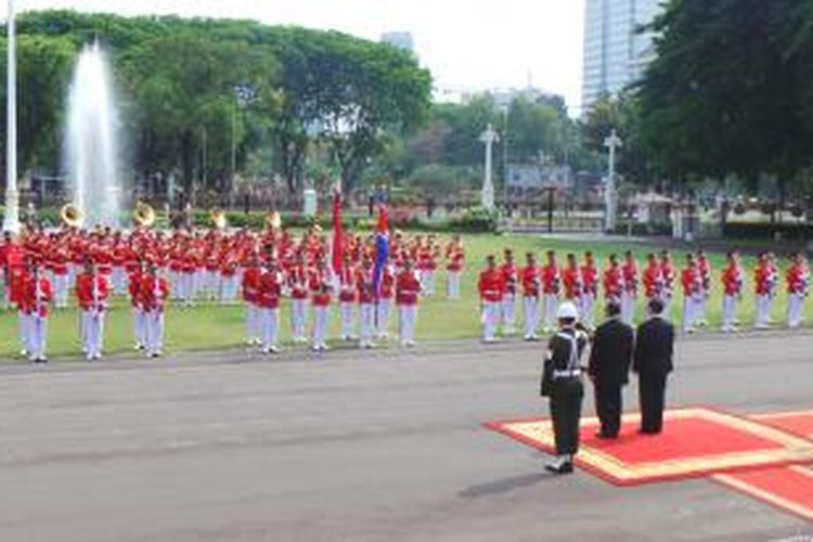 Upacara kenegaraan penyerahan surat-surat kepercayaan duta besar luar biasa dan berkuasa penuh di Istana Merdeka, Jakarta, Jumat (13/11/2015).