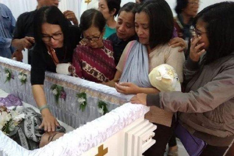 Identitas terduga pelaku pembunuhan siswi SMK di Bogor telah terungkap, motif penusukan diduga karena dendam dan sakit hati.