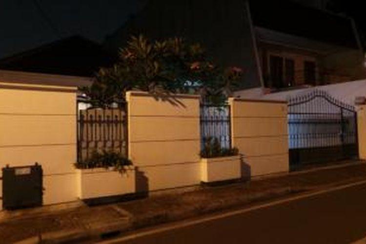 Sebuah rumah di Jalan Sawo nomor 32, Menteng, Jakarta Pusat menjadi tempat tinggal sementara capres Joko Widodo bersama keluarganya selama masa kampanye. Foto ini diambil pada Senin (2/6/2014).