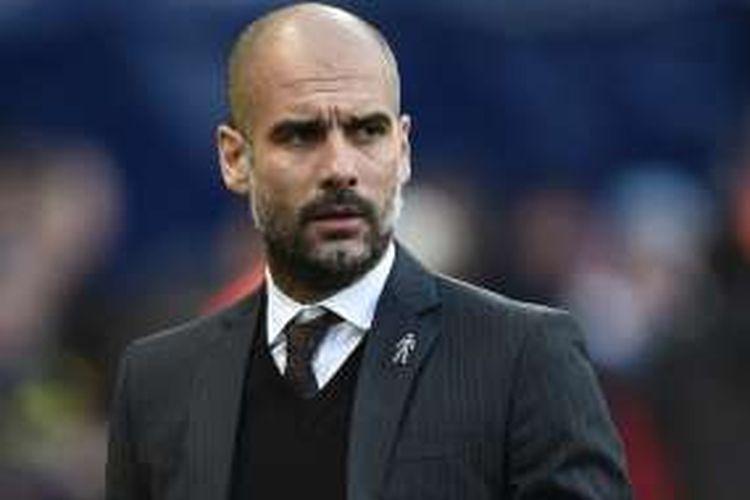 Ekspresi Manajer Manchester City, Josep Guardiola, saat laga Premier League kontra Burnley, di Stadion Etihad, Senin (2/1/2017).