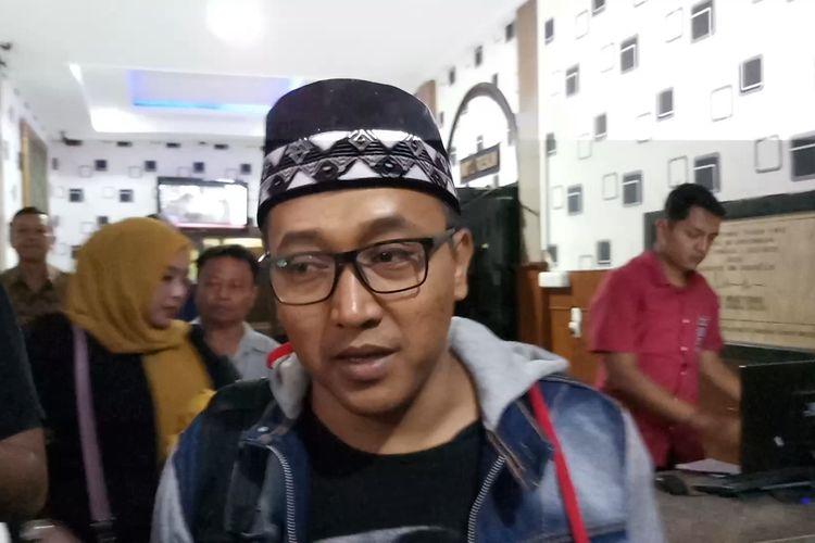 Suami dari mendiang Lina Jubaedah, Tedy Pardiyana di Polrestabes Bandung, Jawa Barat, Jumat (31/1/2020)