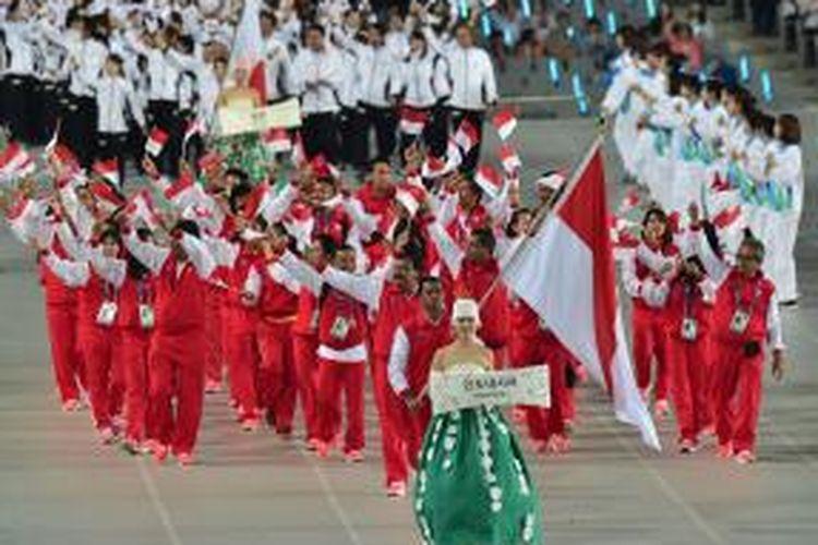 Kontingen Indonesia dalam upacara pembukaan Asian Games 2014 di Incheon, Korea Selatan, Jumat (19/9/2014).