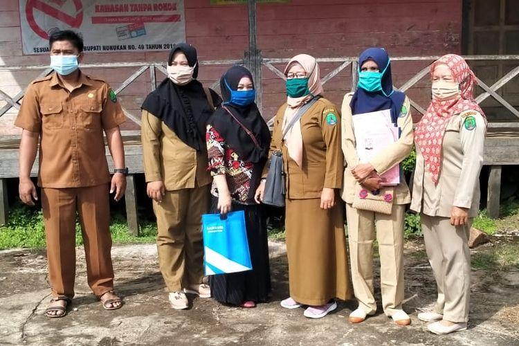 Ilustrasi : sejumlah guru yang mengabdi di pelosok negeri, di perbatasan RI Malaysia, THR PPPK