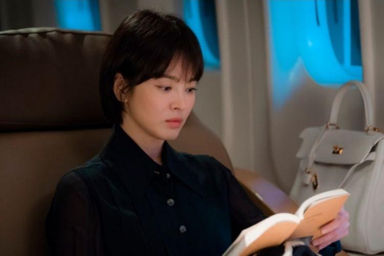 Bintang drama Korea Selatan Song Hye Kyo berperan sebagai Cha Soo Hyun dalam drama terbarunya, Encounter. Dalam drama ini ia beradu akting dengan Park Bo Gum.