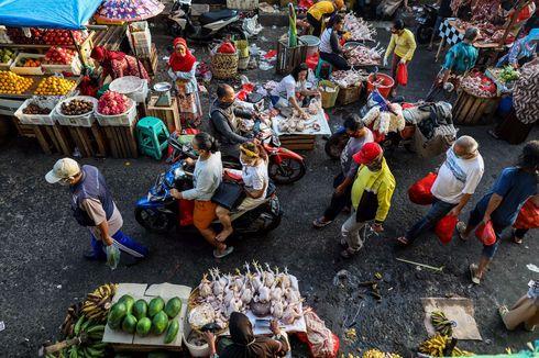 Pasar Induk Kramat Jati Kerahkan Petugas Keliling Awasi Penerapan Protokol Kesehatan