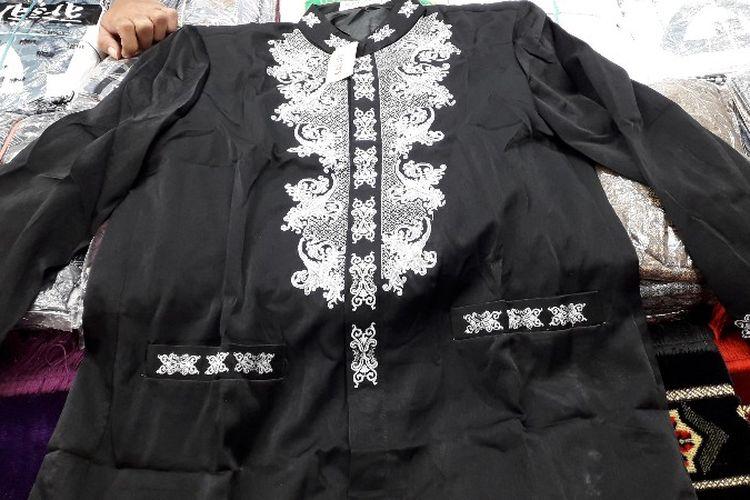 Baju koko serupa dengan Koko Wakanda yang populer dari film Black Panther ditemukan di Pasar Tanah Abang, Jakarta Pusat pada Sabtu (24/2/2018).