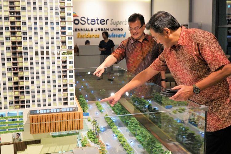 Robert Yapari, Direktur Utama Trivo Group, sedang menjelaskan proyek MetroStater Superblock Depok, Kamis (18/10/2019).