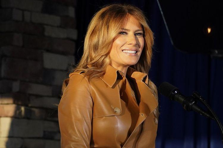 Ibu negara Melania Trump berbicara dalam rapat umum kampanye di Magnolia Woods pada hari Senin, 2 November 2020, di Huntersville, N.C.