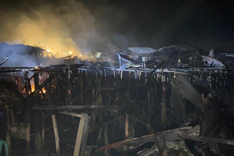 Kebakaran hebat yang terjadi di Kelurahan Aek Habil, Sibolga Selatan, Kota Sibolga menghanguskan 24 rumah dan mengakibatkan 30 Keluarga kehilangan rumah, Kamis (23/1/2020).