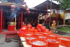 Jelang Imlek, Patung-patung Dewa di Wihara Dharma Bakti Dibersihkan