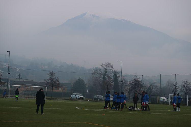 Suasana sesi latihan tim Garuda Select di Como, Italia, Sabtu (18/1/2020).