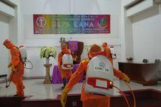 Bermodal Jas Hujan, Angel bersama Kelompok Muda-mudi Gereja Basmi Virus Corona