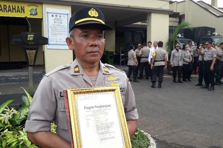 Iptu Legiso, polisi yang mendapat piagam penghargaan dari Kapolres Metri Jakarta Utara setelah menyelamatkan seorang balita, Senin(18/2/2019).