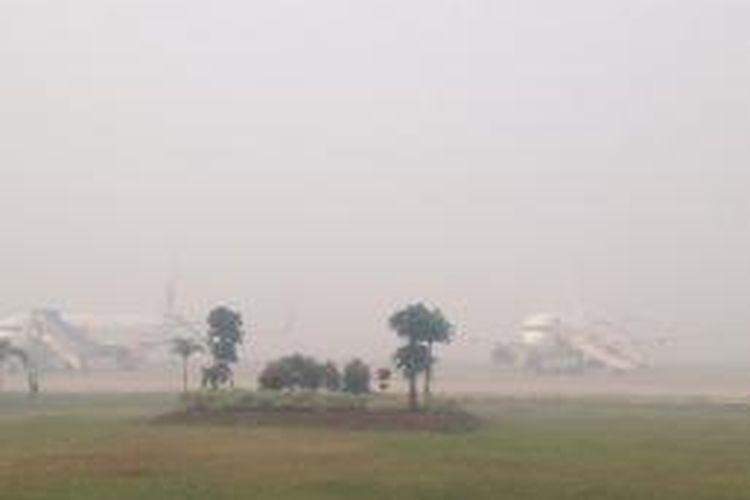 Pesawat Lion Air di Bandara Tjilik Riwut, Palangkaraya, Kalteng pada Kamis (25/9) belum terbang hingga pukul 07.20. Jarak pandang hanya 300 meter.