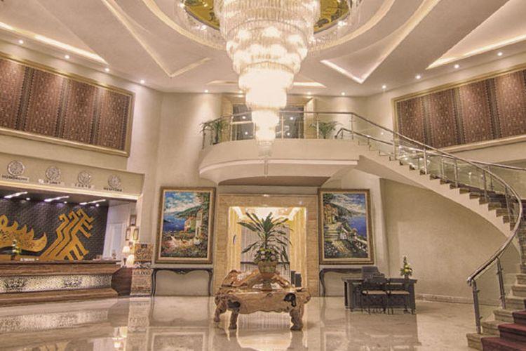 Dengan desain interior bergaya klasik kontemporer, Swiss-Belhotel Lampung siap melayani kebutuhan pebisnis dan wisatawan di Bandar Lampung..
