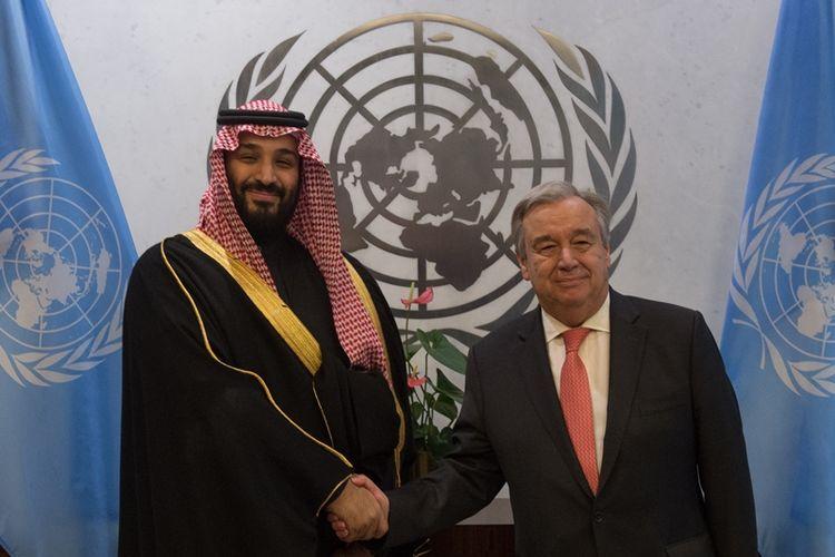 Putra Mahkota Saudi Pangeran Mohammed bin Salman (kiri) bertemu dengan Sekretaris Jenderal PBB Antonio Guterres (kanan) di New York, Amerika Serikat, Selasa (27/3/2018). (AFP/Bryan R Smith)