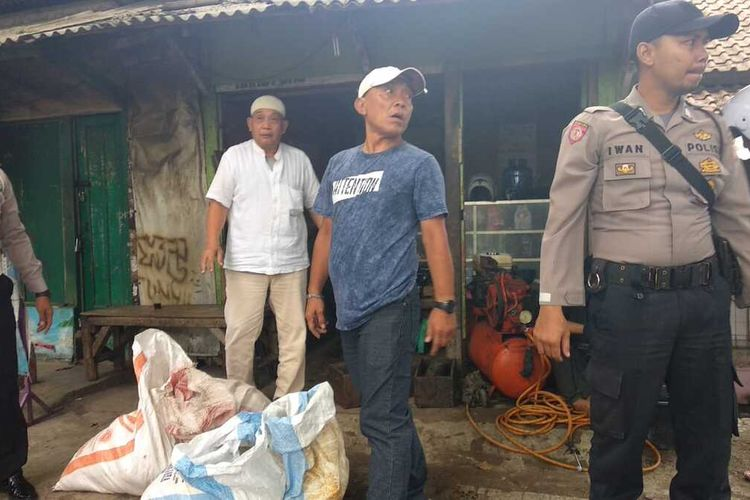 Tim gabungan unit Polsek Indihiang Polres Tasikmalaya Kota berhasil mengungkap peredaran miras bermodus baru usaha tambal ban di Kota Tasikmalaya, Sabtu (15/2/2020).