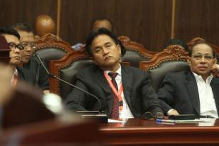 Ahli hukum tata negara, Yusril Ihza Mahendra menjadi saksi ahli untuk pihak pemohon pasangan Prabowo-Hatta pada sidang sengketa Pilpres 2014 di Gedung Mahkamah Konstitusi (MK), Jakarta Pusat, Jumat (15/8/2014). Ini adalah sidang terakhir sebelum MK kembali menggelar sidang putusan pada 21 Agustus 2014. Kesembilan hakim MK terlebih dahulu akan melakukan rapat dengar pendapat (RDP) secara tertutup selama tiga hari berturut-turut untuk mengambil putusan.