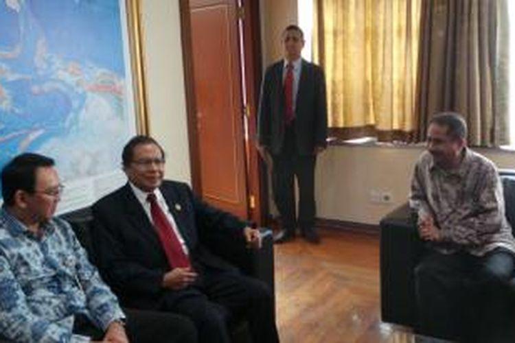 Gubernur DKI Jakarta Basuki Tjahaja Purnama bersama Menko Kemaritiman Rizal Ramli dan Menteri Pariwisata Arief Yahya, di Kantor Kemenko Kemaritiman, Rabu (19/8/2015).