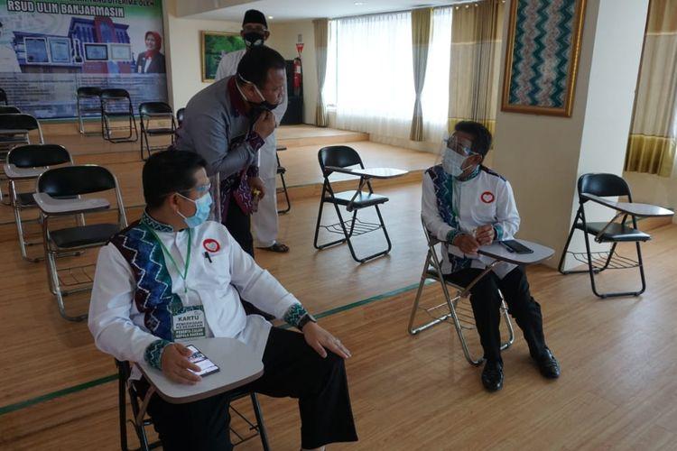 Ibnu Sina dan dan pasangannya bersiap melakukan pemeriksaan kesehatan di RSUD Ulin Banjarmasin, Senin (7/9/2020).