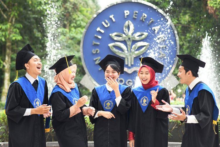 Ilustrasi wisudawan IPB University.