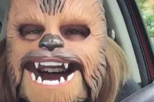 Video Perempuan dengan Topeng Chewbacca Jadi Viral di Medsos