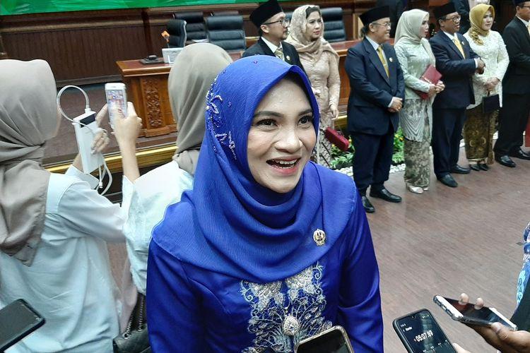Hanum Salsabiela Rais saat menemui wartawan usai resmi dilantik sebagai anggota DPRD DIY.