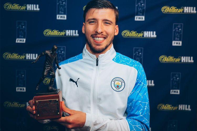 Bek Manchester City, Ruben Dias, terpilih sebagai pemenang penghargaan Pemain Terbaik Football Writers' Association (FWA) untuk musim 2020-2021.