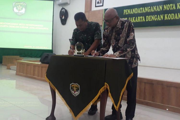 Penandatanganan nota kesepahaman untuk pengamanan operasional kereta MRT antara PT MRT dengan Kodam Jaya, di Aula Kodam Jaya, Jakarta Timur, Selasa (22/1/2019).