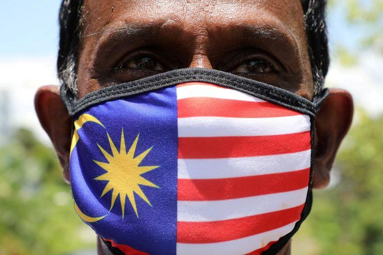 Ilustrasi warga Malaysia memakai masker.