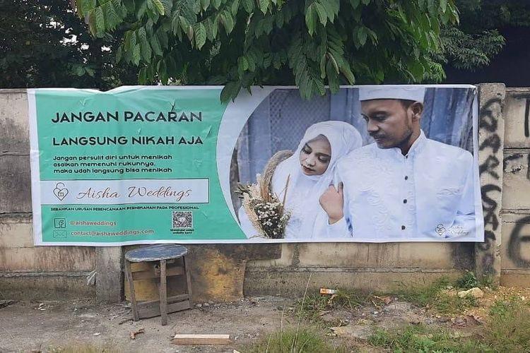 Tangkapan layar spanduk berisi iklan wedding organizer, Aisha Wedding.