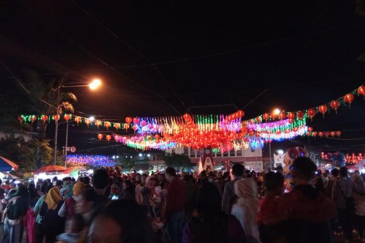 Tugu Jam Pasar Gede Dipadati Pengunjung. (15/01/2020)