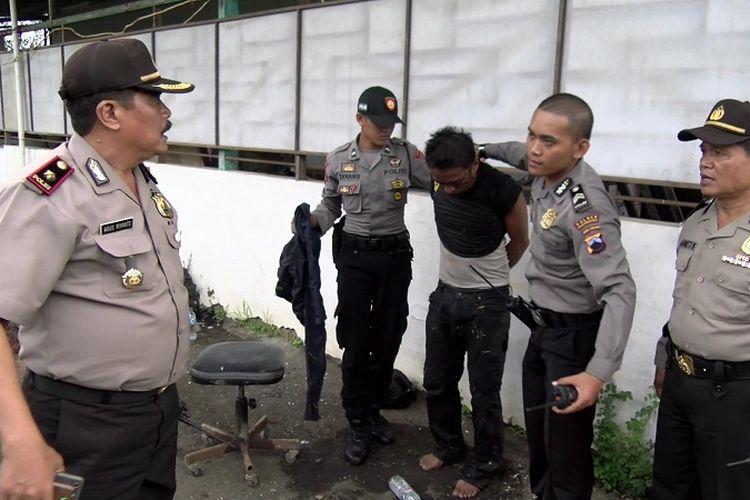 Salah seorang napi yang kabur berhasil ditangkap anggota Polresta Pekalongan, Jawa Tengah, Jumat (29/12/2017).