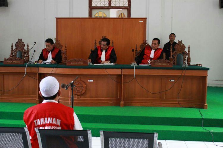 Sidang tuntutan terhadap Direktur Utama PT Amanah Bersama Ummat (Abu Tours)  digelar di Pengadilan Negeri Makassar,  Senin (21/1/2019).