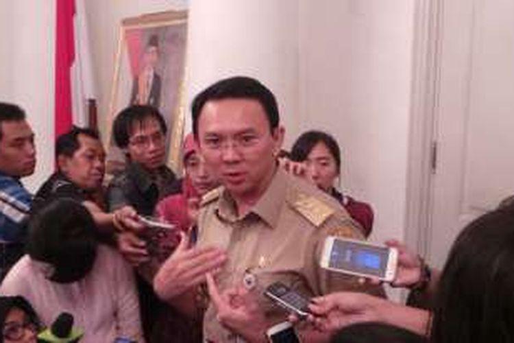 Gubernur DKI Jakarta Basuki Tjahaja Purnama saat wawancara wartawan, di Balai Kota, Senin (29/2/2016).