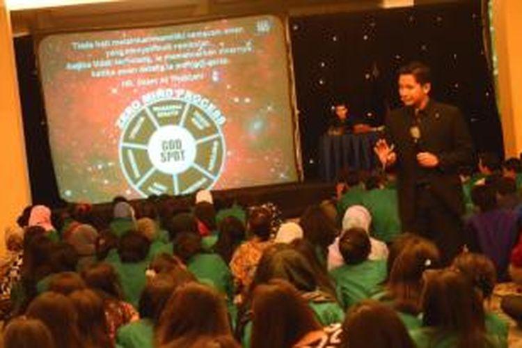 Para mahasiswa Universitas Nasional (Unas) saat mengikuti pelatihan Emotional Spiritual Quotient (ESQ) di Gedung Menara 165, Cilandak, pada 19 - 20 September 2013 lalu.