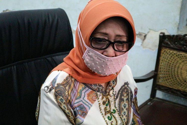 Bupati Jombang Mundjidah Wahab, saat memberikan keterangan pers di Graha Media Jombang, Jawa Timur, Kamis (7/5/2020).