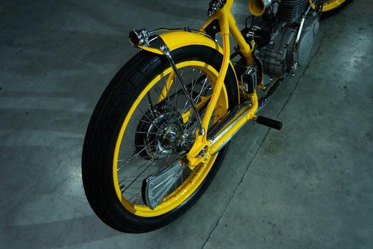Kawasaki KZ 200 Binter Merzy bergaya boardtracker garapan Bad Choppers