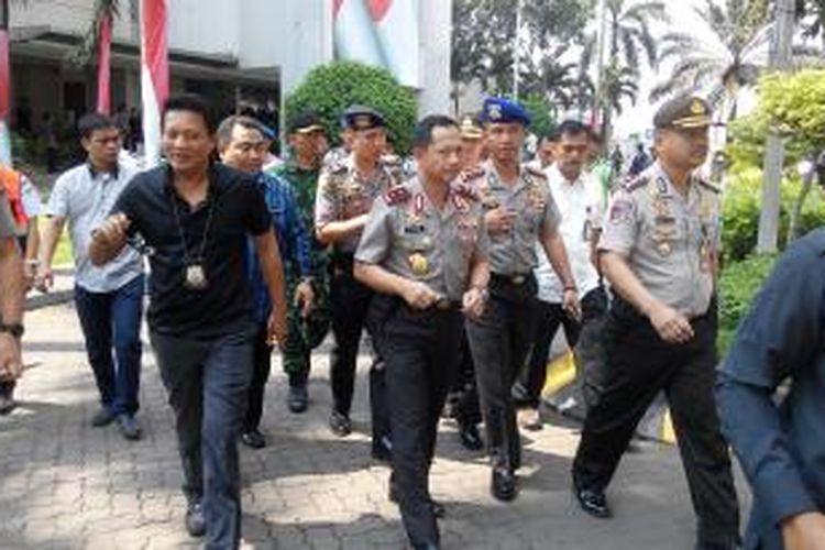 Kapolda Metro Jaya, Inspektur Jenderal Tito Karnavian beserta jajarannya, usai mengupayakan mediasi antara Direktur Utama PT JICT dengan pihak serikat Pekerja di kantor JICT, Selasa (28/7/2015) siang.