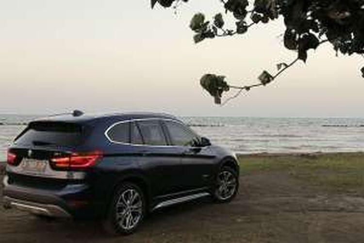 All New BMW X1 turut ikut ekspedisi Merapah Trans Jawa Kompas.com, sedang berada di Pantai Tirtamaya, Indramayu.